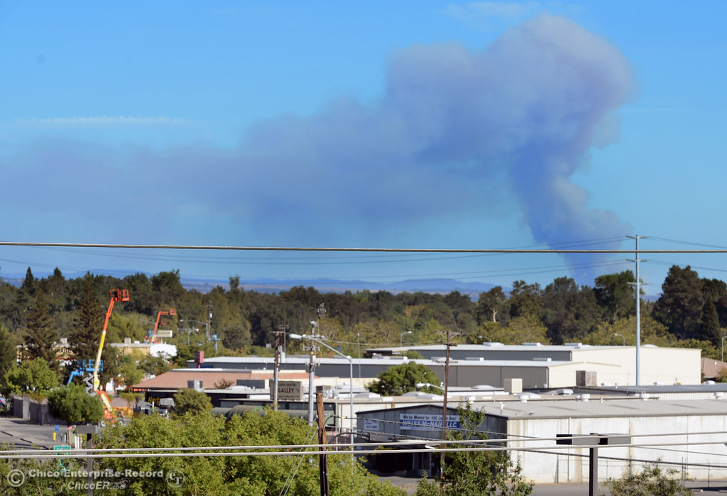Description of . A plume of smoke rises from a fire burning in the Swedes Flat Rd. area of Bangor that can be seen from south Chico Friday, August 16, 2013.  (Jason Halley/Chico Enterprise-Record)