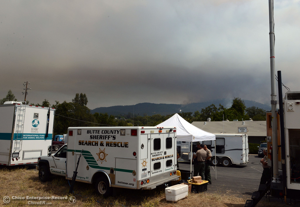 Description of . A column of smoke rises from the Swedes Fire, seen from Foothill Blvd, as mandatory evacuation areas around the Swedes Fire southeast of Oroville were expanded just after noon Saturday, August 17, 2013 in Oroville, Calif.  (Jason Halley/Chico Enterprise-Record)