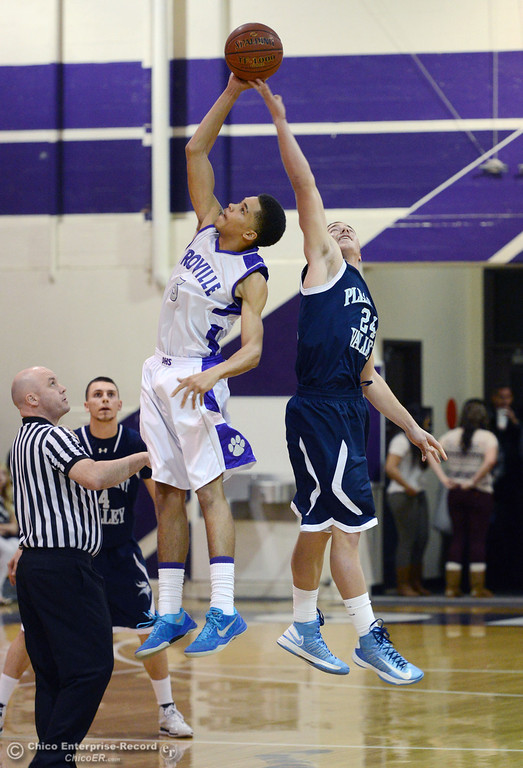 . Pleasant Valley High\'s #24 Zack Suttles (right) tips off against Oroville High\'s #5 Kahliel Wyatt (left) in the first quarter of their boys basketball game at OHS Wednesday, February 19, 2014 in Oroville, Calif.  (Jason Halley/Chico Enterprise-Record)