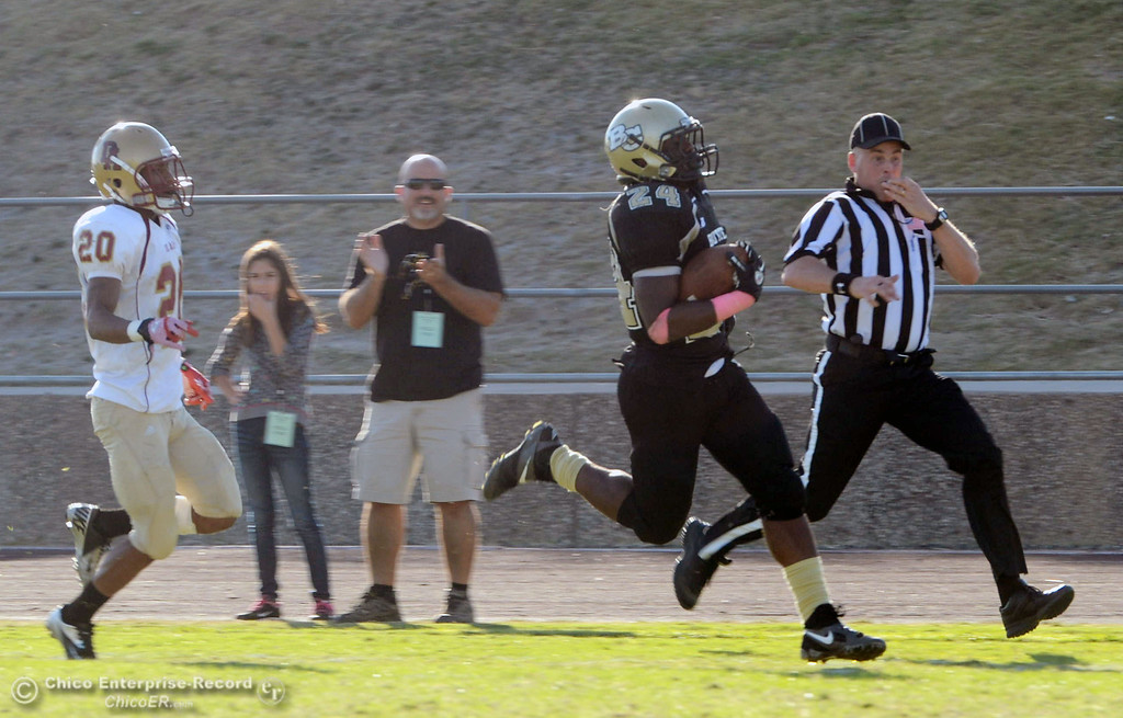 Description of . Butte College's #24 Kendall Williams (right) rushes for a touchdown against De Anza College's #20 Kyree Rhodes (left) in the fourth quarter of their football game at Butte's Cowan Stadium Saturday, October 26, 2013 in Oroville, Calif.  (Jason Halley/Chico Enterprise-Record)