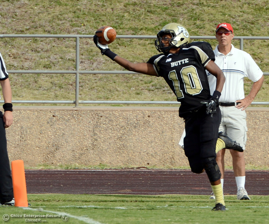 . Butte College\'s #10 CJ Grice makes a complete catch in the endzone, but was called back for a flag for holding against Delta College in the fourth quarter of their football game at Butte\'s Cowan Stadium Saturday, September 28, 2013, in Oroville, Calif.  (Jason Halley/Chico Enterprise-Record)