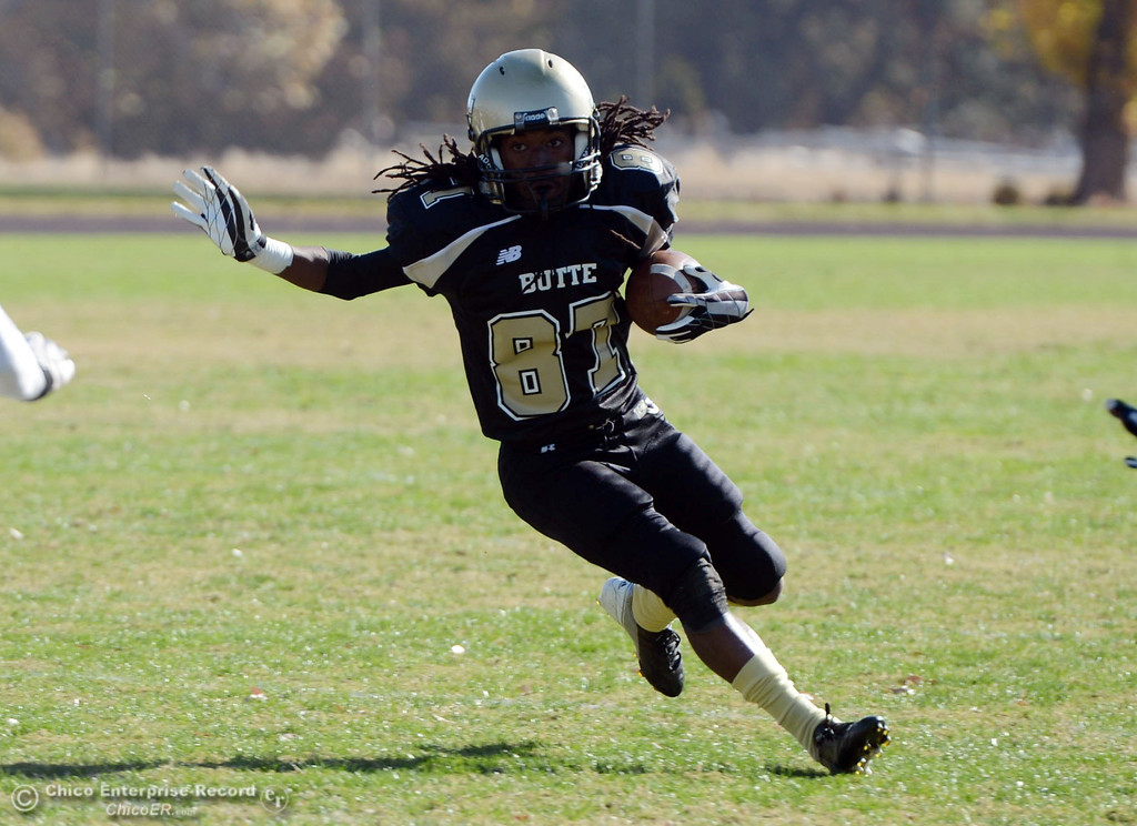 . Butte College\'s #87 Timazray Shepherd rushes against City College of San Francisco in the first quarter of their football game at Butte\'s Cowan Stadium Saturday, November 16, 2013 in Butte Valley, Calif.  (Jason Halley/Chico Enterprise-Record)