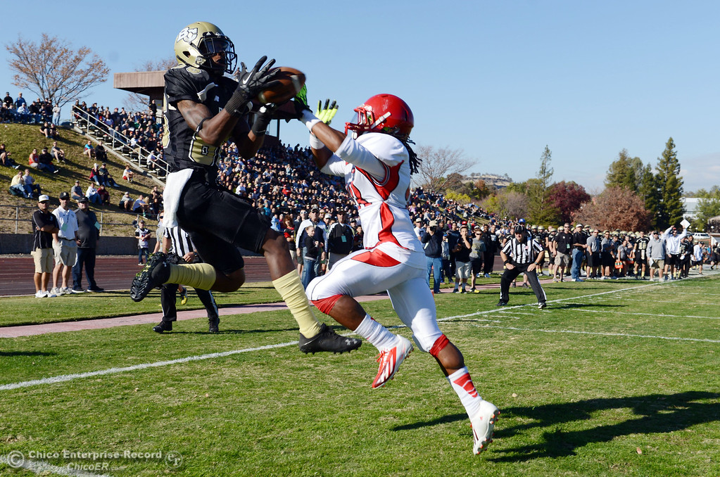 . Butte College\'s #86 Jon Parks (left) catches the ball but lands out of bounds against City College of San Francisco\'s #23 Myles Holmes (right) in the second quarter of their football game at Butte\'s Cowan Stadium Saturday, November 16, 2013 in Butte Valley, Calif.  (Jason Halley/Chico Enterprise-Record)