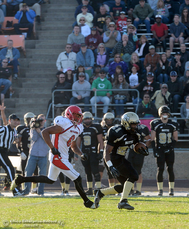 . Butte College\'s #21 Marvel Harris (right) rushes against City College of San Francisco\'s #6 James Hickman (left) in the fourth quarter of their football game at Butte\'s Cowan Stadium Saturday, November 16, 2013 in Butte Valley, Calif.  (Jason Halley/Chico Enterprise-Record)