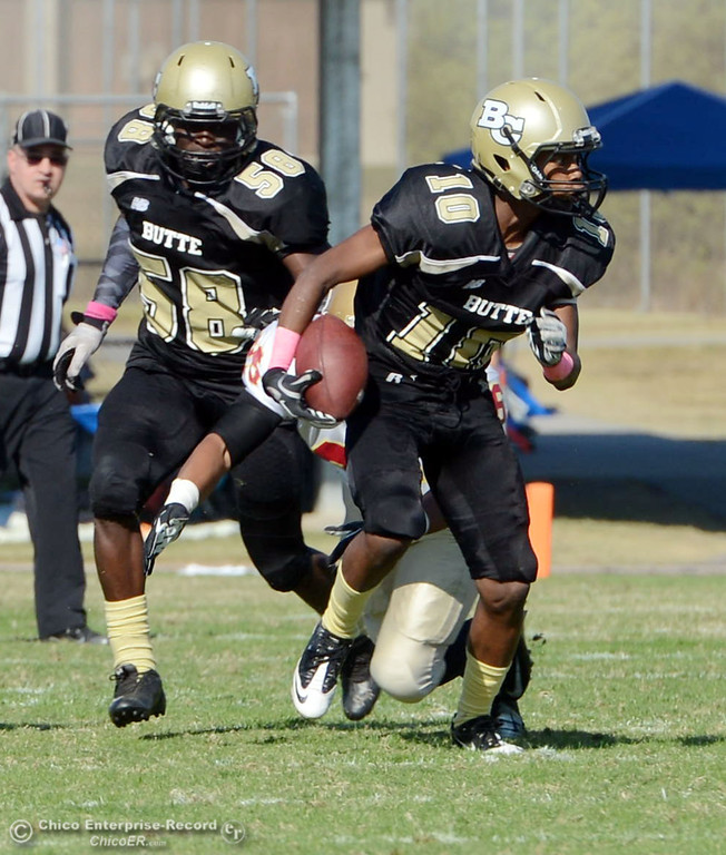 . Butte College\'s #58  Sie Doe Jr., (left) watches #10 CJ Grice carries a kick return for a touchdown against De Anza College in the second quarter of their football game at Butte\'s Cowan Stadium Saturday, October 26, 2013 in Oroville, Calif.  (Jason Halley/Chico Enterprise-Record)