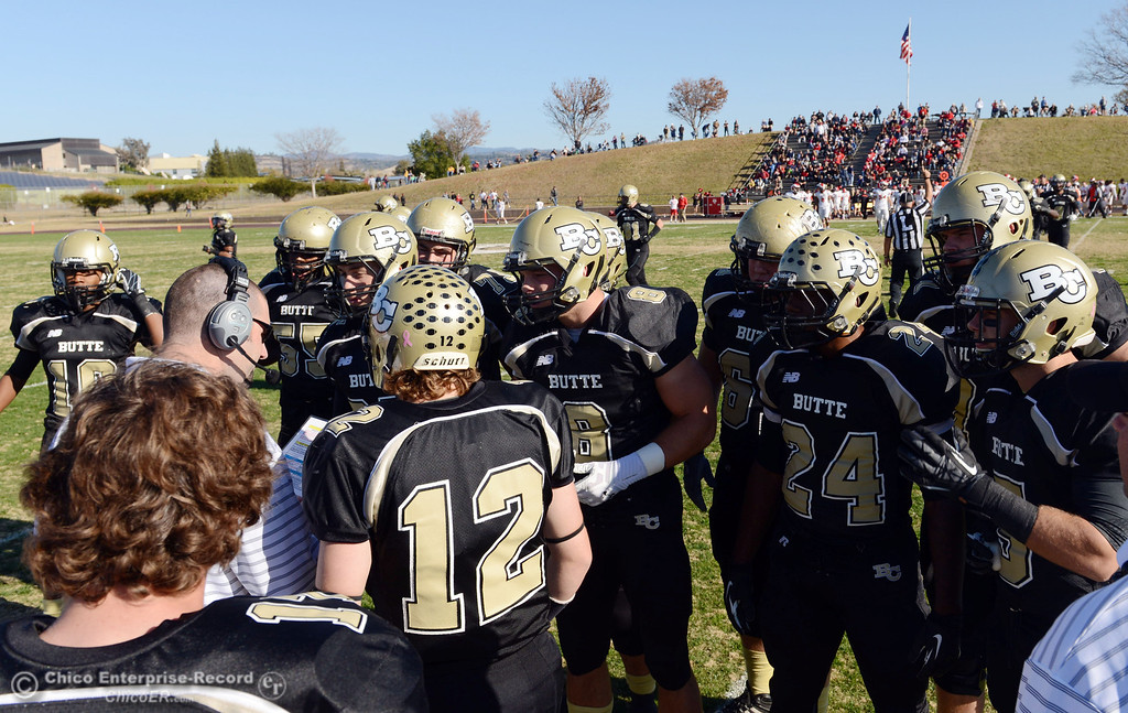 . Butte College offense readies against Fresno City College in the first quarter of their football game at Butte\'s Cowan Stadium Saturday, November 30, 2013 in Butte Valley, Calif.  (Jason Halley/Chico Enterprise-Record)