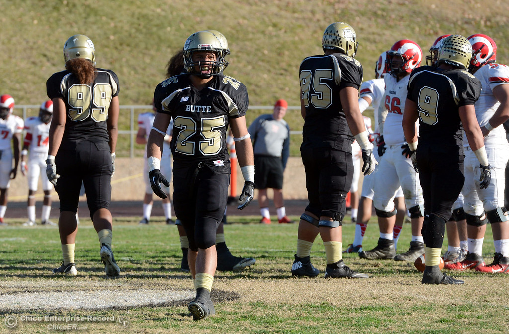 . Butte College\'s #25 De\'Aundray Gooden against Fresno City College in the fourth quarter of their football game at Butte\'s Cowan Stadium Saturday, November 30, 2013 in Butte Valley, Calif.  (Jason Halley/Chico Enterprise-Record)