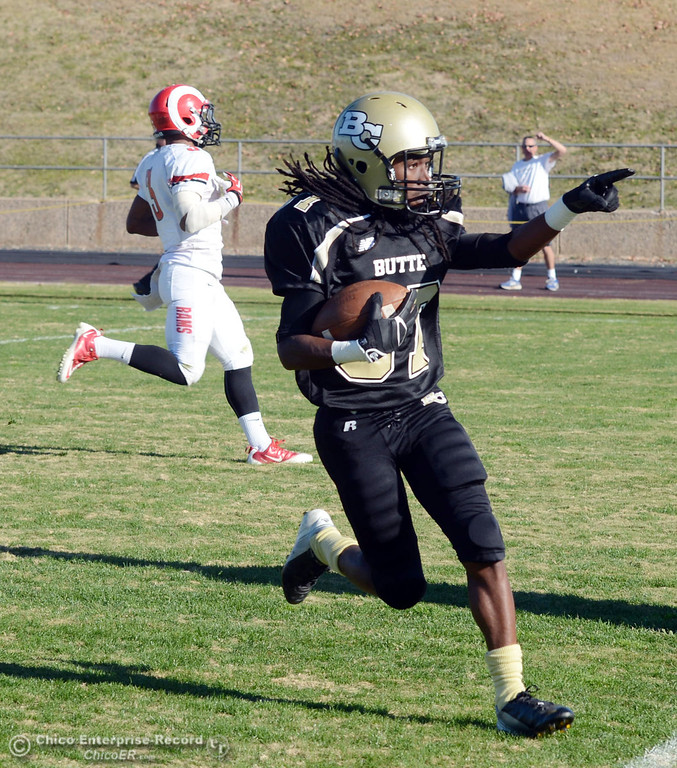 . Butte College\'s #87 Timazray Shepherd (right) scores a touchdown against Fresno City College\'s #3 Marquise Cooper (left) in the second quarter of their football game at Butte\'s Cowan Stadium Saturday, November 30, 2013 in Butte Valley, Calif.  (Jason Halley/Chico Enterprise-Record)