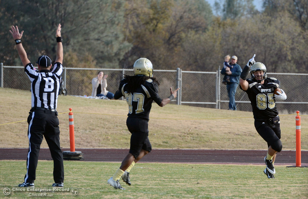 . Butte College\'s #85 Richard Murphy (right) scores a touchdown against Fullerton College in the third quarter of their CCCAA football state championship final at Butte\'s Cowan Stadium Saturday, December 14, 2013 in Butte Valley, Calif. (Jason Halley/Chico Enterprise-Record)