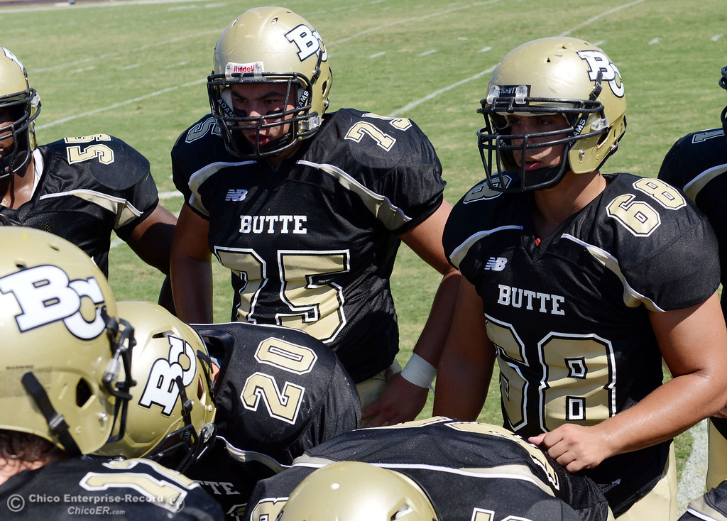 . Butte College\'s #75 Jacob Vazquez (left) and #68 Eli Thom (right) against College of the Siskiyous in the second quarter of their football game at Butte\'s Cowan Stadium on Saturday, September 14, 2013, in Oroville, Calif. (Jason Halley/Chico Enterprise-Record)