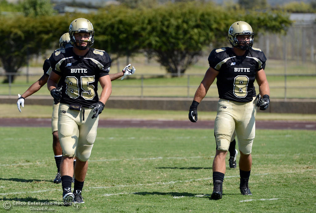 . Butte College\'s #85 Richard Murphy (left) and #8 Bo Brummel (right) against College of the Siskiyous in the first quarter of their football game at Butte\'s Cowan Stadium on Saturday, September 14, 2013, in Oroville, Calif. (Jason Halley/Chico Enterprise-Record)