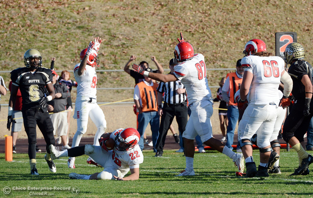 . Fresno City College\'s #22 Alek Mechikoff (left) scores a touchdown against Butte College in the fourth quarter of their football game at Butte\'s Cowan Stadium Saturday, November 30, 2013 in Butte Valley, Calif.  (Jason Halley/Chico Enterprise-Record)
