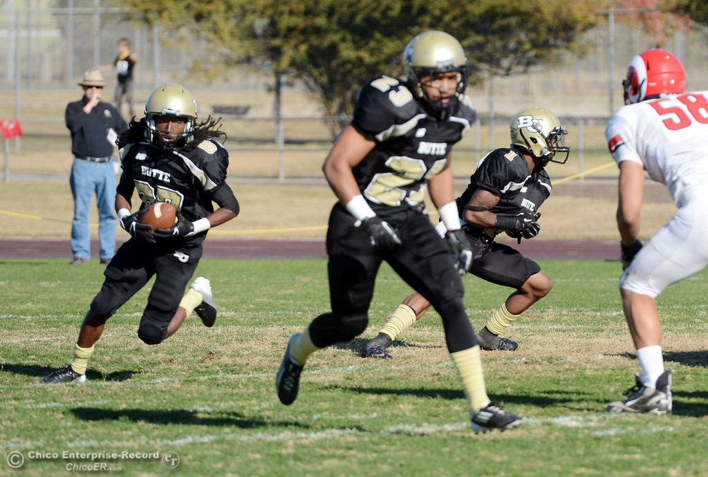 . Butte College\'s #87 Timazray Shepherd (left) rushes against Fresno City College in the second quarter of their football game at Butte\'s Cowan Stadium Saturday, November 30, 2013 in Butte Valley, Calif.  (Jason Halley/Chico Enterprise-Record)