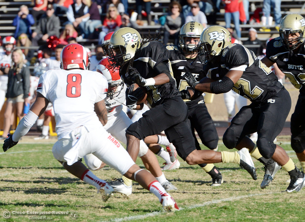 . Butte College\'s #87 Timazray Shepherd (center) rushes against Fresno City College in the third quarter of their football game at Butte\'s Cowan Stadium Saturday, November 30, 2013 in Butte Valley, Calif.  (Jason Halley/Chico Enterprise-Record)