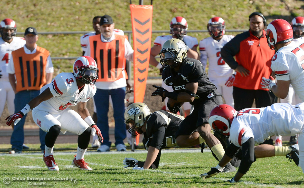 . Butte College\'s #1 Wes McCoy (center) runs for a touchdown against Fresno City College in the first quarter of their football game at Butte\'s Cowan Stadium Saturday, November 30, 2013 in Butte Valley, Calif.  (Jason Halley/Chico Enterprise-Record)
